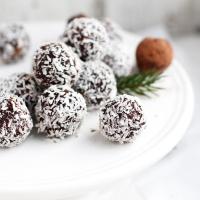 Dateļu un kokosriekstu trifeles